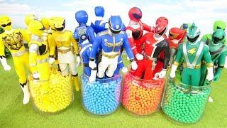 キュウレンジャーたちがカラフルビーズで遊ぶぞ Color mini balls and Heroes