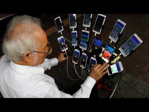 شاهد: سبعيني تايواني يلعب -بوكيمون غو- بـ 15 هاتفا على دراجته…  - نشر قبل 48 دقيقة