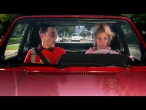 Lo mejor de Sheldon - Penny le acerca al trabajo