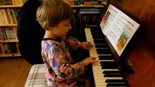 Лемешкина Марианна. 3 года 6 месяцев. Игра с аккомпанементом. Терции и квинты. (фрагмент урока)