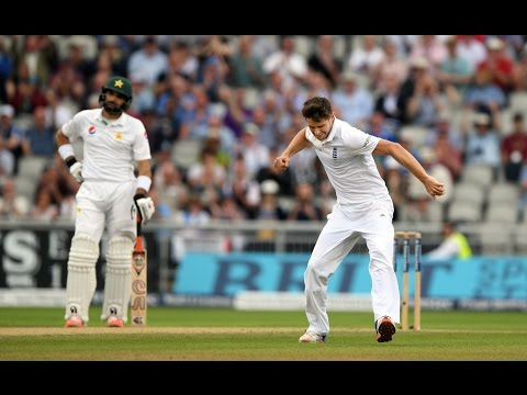Chris Woakes 18 wickets in two Tests vs Pakistan