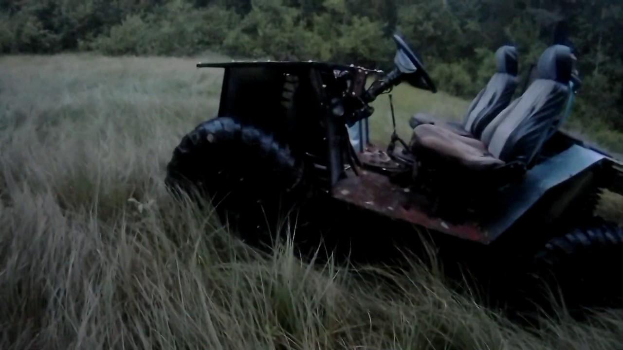 Вездеходное багги первый раз на болоте.