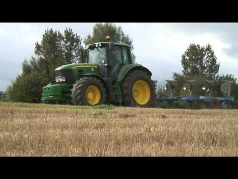 John Deere 7530 E premium in action