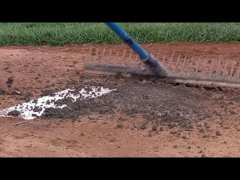 NYM@NYY: Grounds crew fixes the pitcher's mound