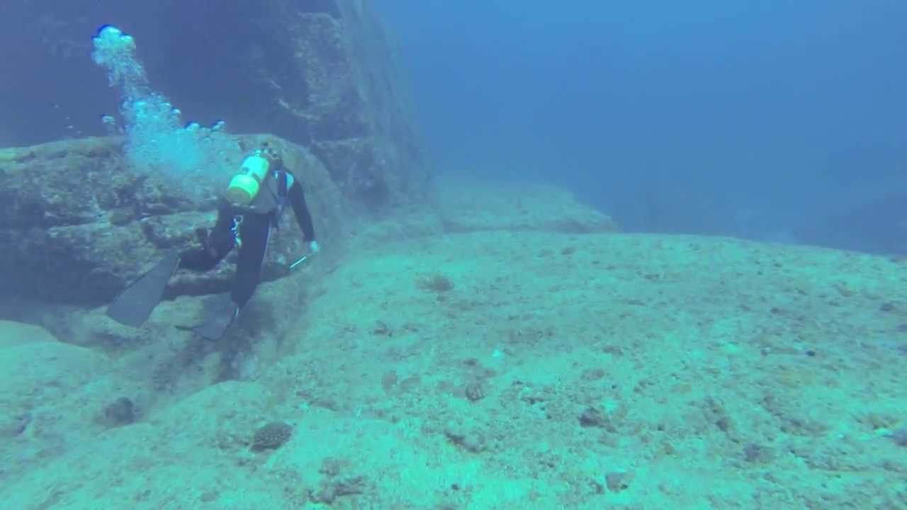Yonaguni Monument and Hammerhead Dive Jan 2014 YouTube