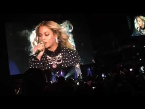 "Beyoncé performs ""Formation"" for HRC campaign"