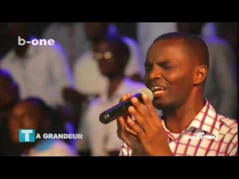 Le Groupe GAEL chante LIVE avant SANJOLA a l'Eglise PHILA, Ta Grandeur