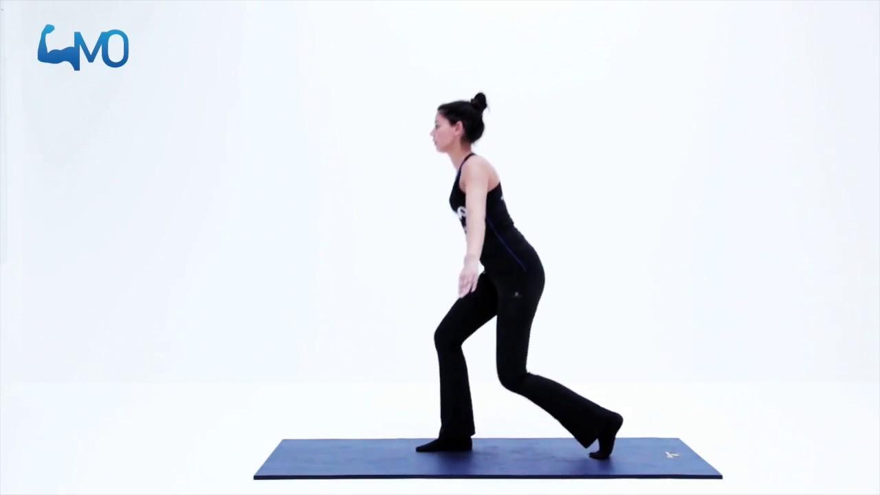 Staande \'Lunge\' oefening voor versterken heup-, buik- en rugspieren ...