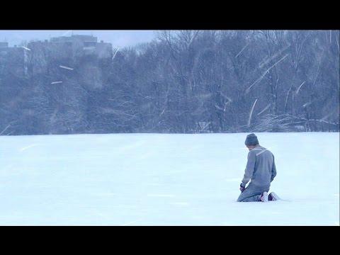 Девушка г уляет босиком по снегу видео фото 748-415
