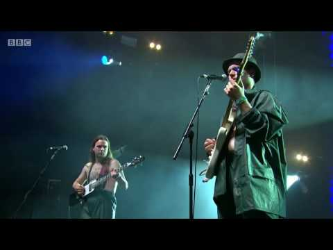 Mac Demarco - Ode to Viceroy  ( Live at Glastonbury )