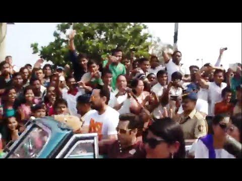 Bollywood Stars in Vintage Cars Republic Day Parade @ Marine Drive Mumbai India Slow Motion
