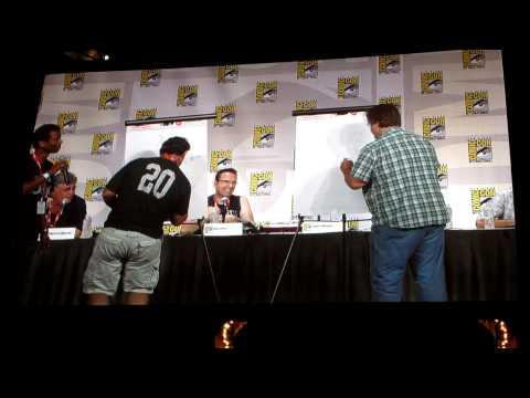 Comic-Con Futurama Panel: Bender drawing contest between Matt Groening and Peter Avanzino