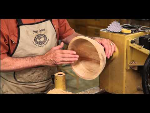 Sanding Wood Turning Projects on the Lathe