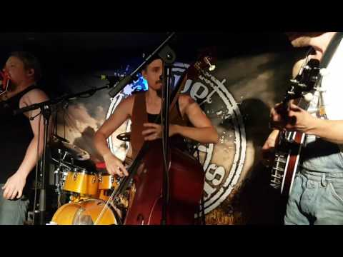 Steve 'n' Seagulls - Its A Long Way To The Top (live)