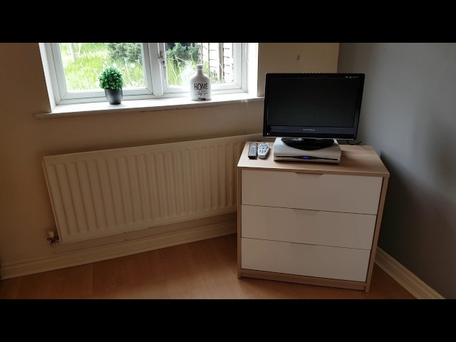 Room Available now! Lovely bright Modern room. Main Photo