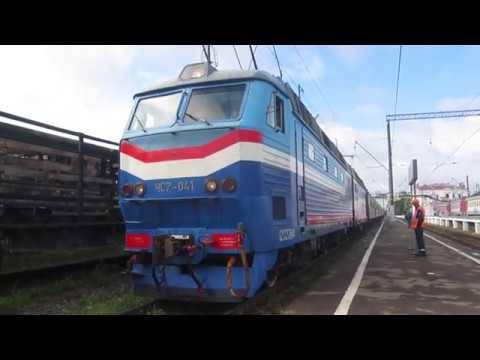 Электровоз ЧС7-041 с поездом№528С Анапа-Москва: отправление со станции Калуга-1 6.07.2019