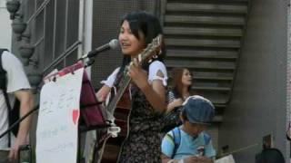 井上苑子さん、大阪心斎橋BIGSTEP前でのストリートライブです。現在中1だそうで、ストリートなんて凄い度胸ですね。
