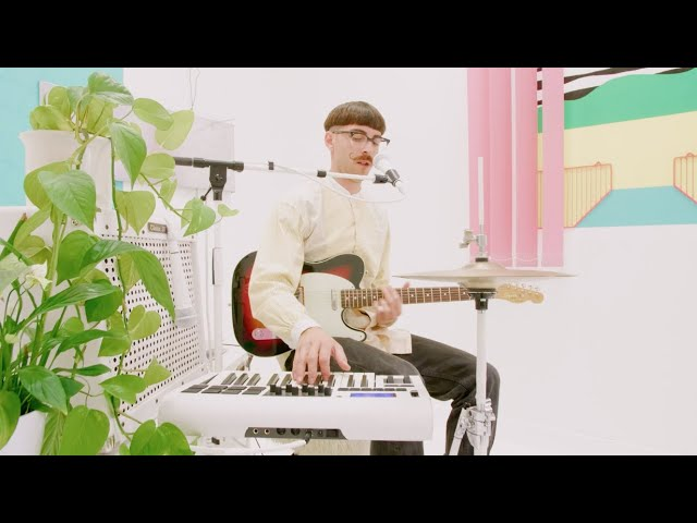 Multitasking Magic | Spinning Out by Dominik Baer | Indie-Pop Solo Performance