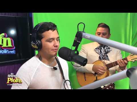 Christian Nodal le canta a Ángela Aguilar