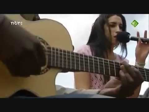 amy-winehouse-in-my-bed-live-acoustic-2004-cherrywinehouse