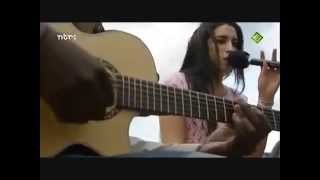Amy Winehouse - In My Bed Live Acoustic 2004