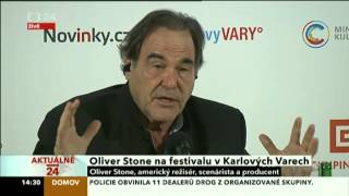 Oliver Stone v Karlových Varech a kritika USA