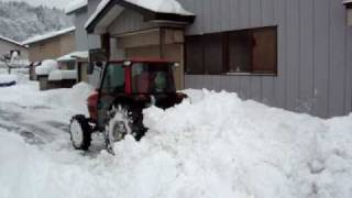 Repeat youtube video ヤンマーエコトラで除雪 Clear snow by Yanmar tractor