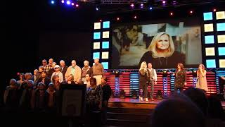 Karen Peck & New River sing  Hope For All Nations with choir