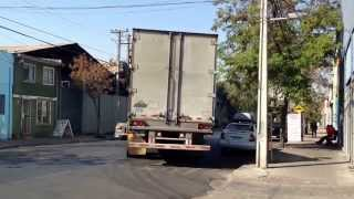 Camion scania estacionando