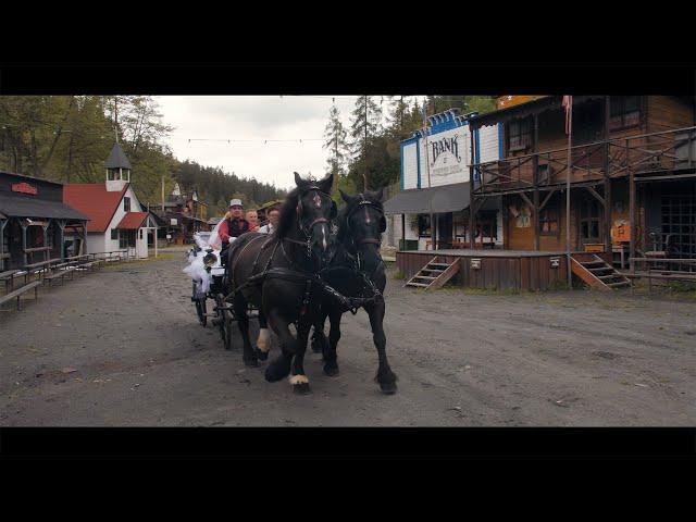 Dojemná svatba ve westernovém městečku (svatební klip)