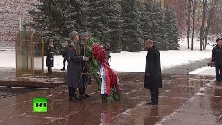 Путин возложил венок к Могиле Неизвестного Солдата в Москве
