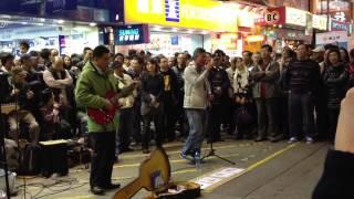 Repeat youtube video 旺角街頭表演,遭警察叫停,引起市民喝倒彩