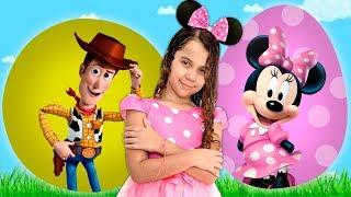 SARAH BRINCA com SURPRESAS do Toy Story e da Minnie