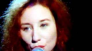 "Tori Amos 1992 ""later with jools holland"" ME AND A GUN -pt 2"