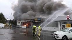Mölln: Autohaus brennt