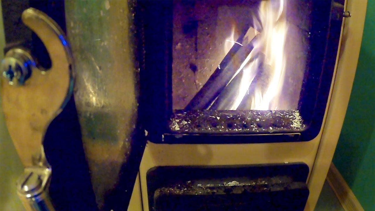 Печь-камин для дачи длительного горения со стеклом