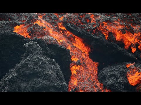MOTHER NATURE'S POWER: Raw video of new fissure opening on the Big Island (Brandon Clement / LSM)