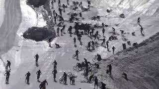 Массовое столкновение велосипедистов в альпах