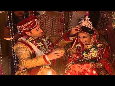 Dev and Sonakshi's GRAND WEDDING CONTINUES in Kuch Rang Pyar Ke Aise Bhi...