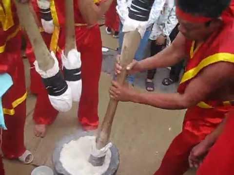 Lễ hội thi làm bánh dày ở Sầm Sơn Thanh Hóa