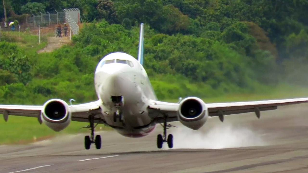 Wow Asapnya! Pesawat Sriwijaya Air Boeing 737 Take Off ...