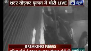 CCTV footage of a gang of women thieves