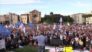 In piazza contro l'obbligo di mascherine. tra i partecipanti alla manifestazione san giovanni, a roma, organizzata da alcuni gruppi negazionisti, no mask...