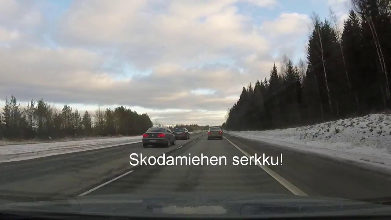 Moottoritiellä Ajaminen