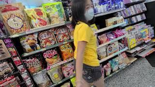 逛逛澎湖機場的7-11超商...人有點少!只買了?