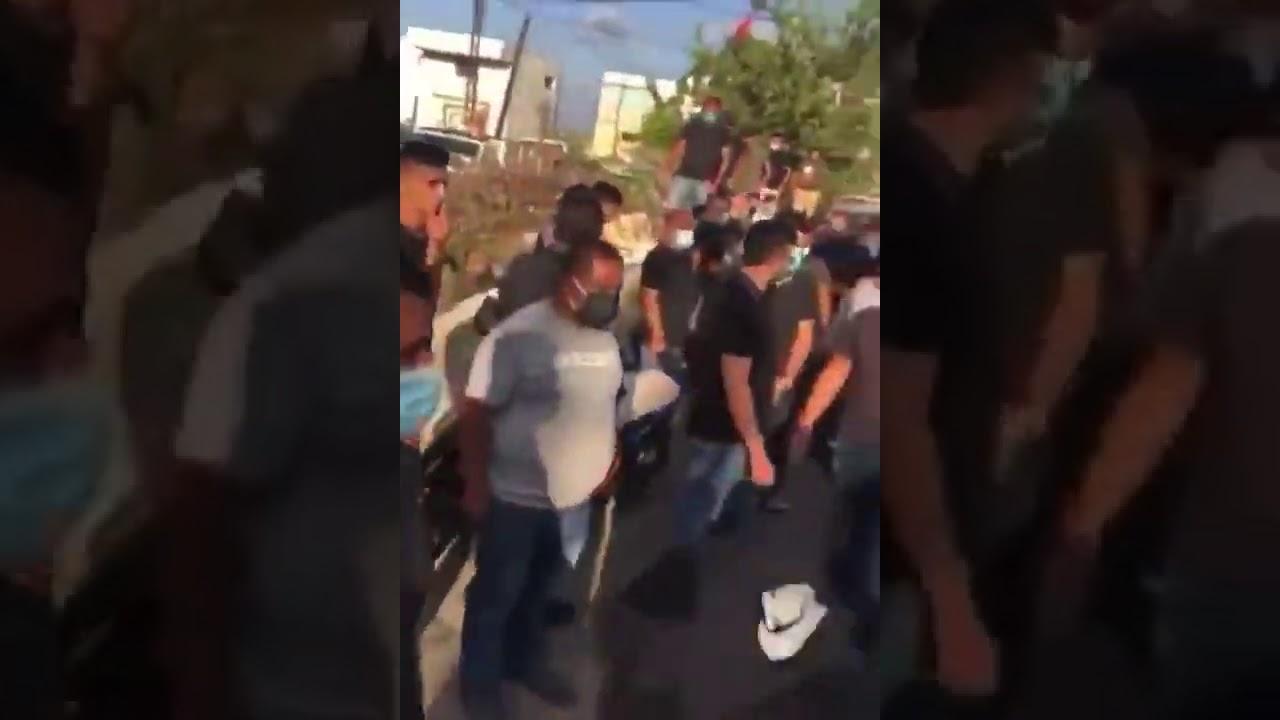 شاهد : تشييع في قرية لوبية في جنوب لبنان يتحوّل إلى مظاهرة تنال من زعيم حزب الله