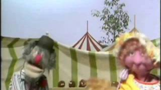 "The Muppet Show Singers - ""I"