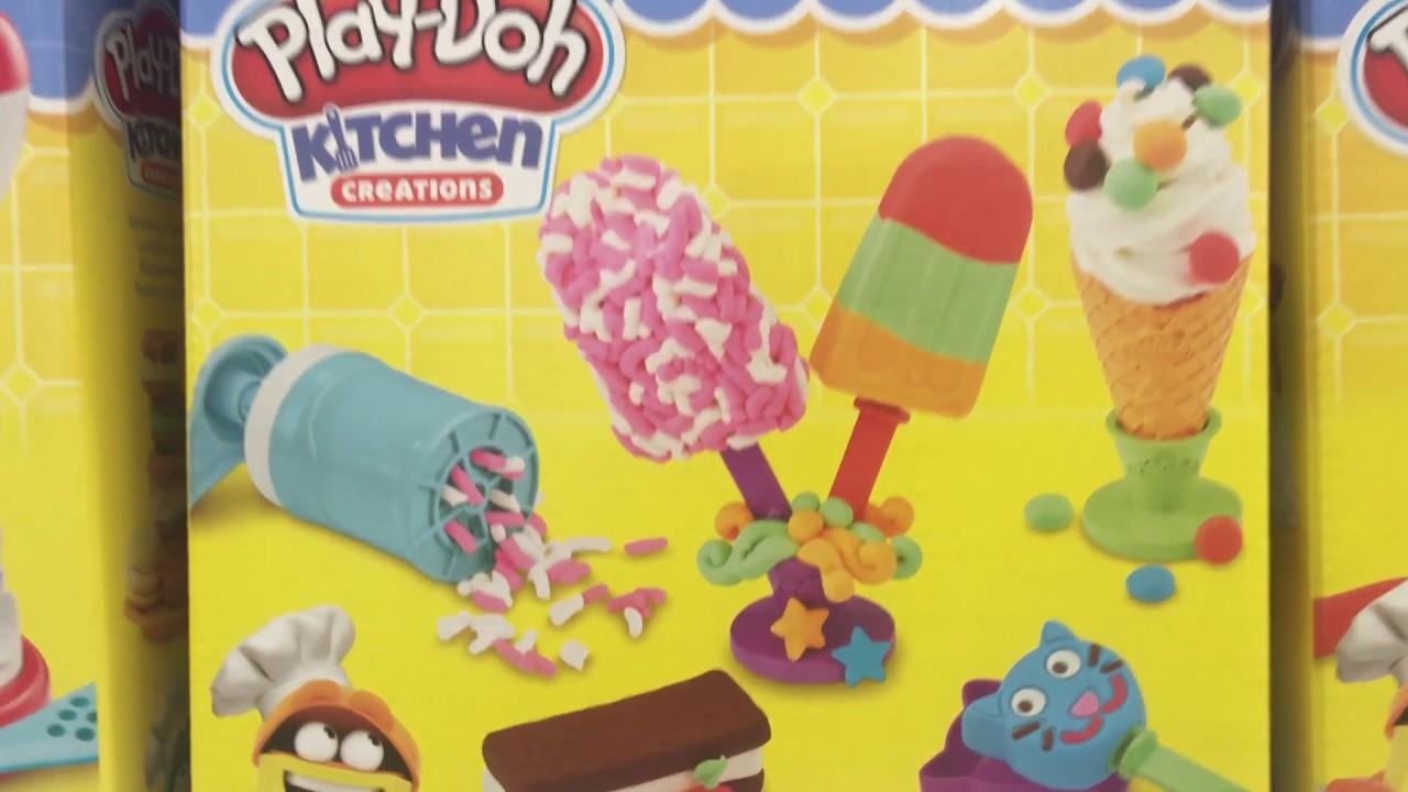 Hasbro E0042 Play Doh Kitchen Creations Frozen Treats Play Poh