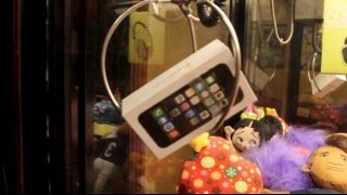 iPhone 5s CLAW MACHINE WIN!(NEW FACEBOOK FANPAGE! https://www.facebook.com/pages/ZAP-Arcade/716366238400541?ref=hl SNAPCHAT! @thewilster2 INSTAGRAMCRACKER!, 2014-01-22T16:11:19.000Z)