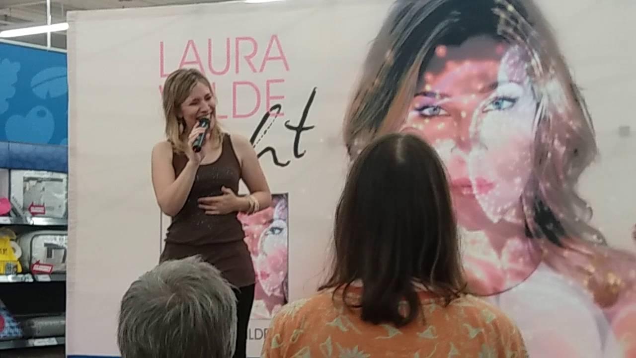 Laura Wilde Autogrammstunde Plus Kurz Aufttrit Live In Darmstadt